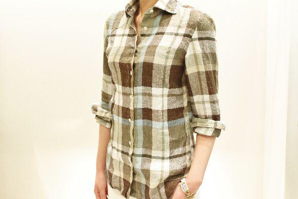 愛されアイテム Finamore(フィナモレ)のチェックのシャツ